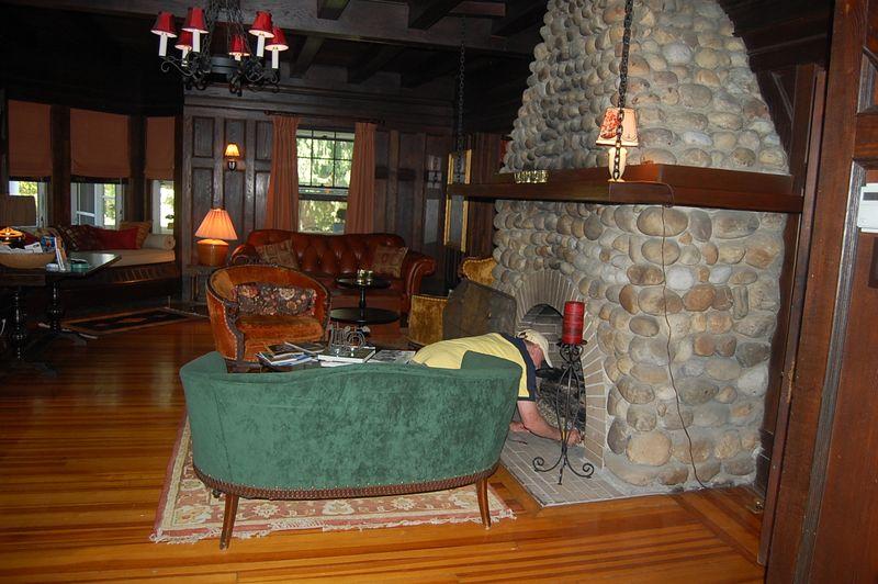 LEEDANIELS_HilltopHouse-livingroom