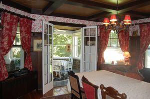 LEEDANIELS_HilltopHouse-breakfast table