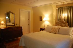 LEEDANIELS_HilltopHouse-bedroom